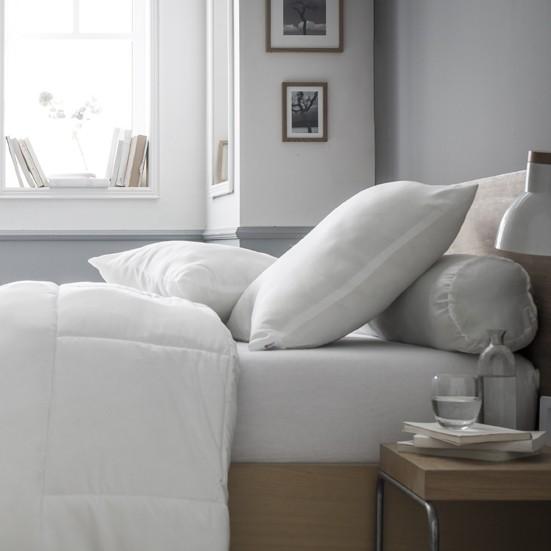 oreiller confort polyester 60x60 housse de couette zipp e mawira. Black Bedroom Furniture Sets. Home Design Ideas